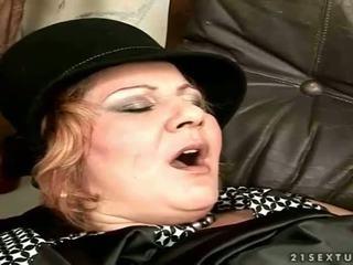 Babi gets zajebal na the kavč
