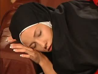 رطب نتفة راهبة الشرجي مارس الجنس بواسطة ال priest