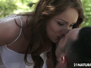 สด สีน้ำตาล เห็น, จูบ ดีที่สุด, เจาะ มากที่สุด
