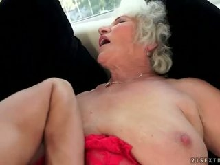 Nakal buah dada besar nenek enjoys seksi seks