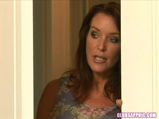 Rachel steele walks in su elexis monroe come lei changes a andare fuori un steamy encounter ensues