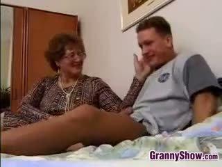 doggystyle, močiutė, senas + young, brandus