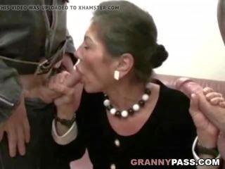 毛深い おばあちゃん gets 精液 上の 彼女の 毛深い プッシー, ポルノの 36