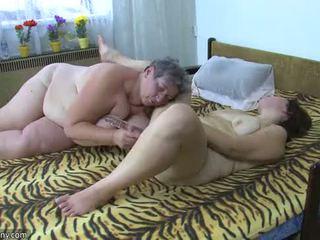 Oldnanny plinuta doamne masturbate cu o jucărie