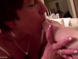 Old Mom Suck Feet Dick and gets Pee to Mouth: Free Porn 6a