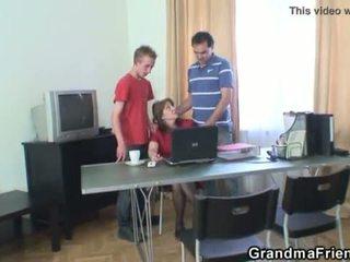 שלישיה משרד מזיין עם סבתא <span class=duration>- 6 min</span>