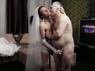 Naughty-hotties.net - viejo hombre y un joven prometida - porno vídeo 661