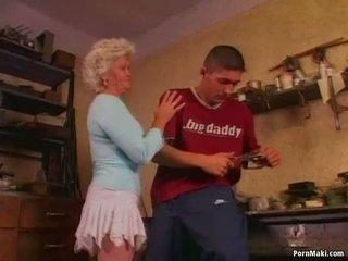 Chaud grand-mère effie loves anal