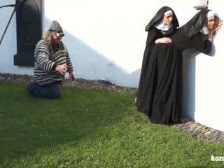 Catholic nuns 和 该 怪物! 疯狂的 怪物 和 vaginas!