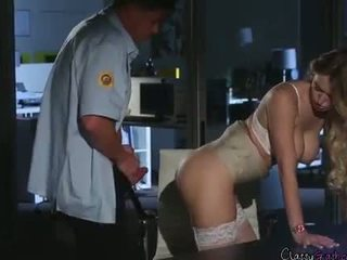 Saugumas guard fucks accountant natalia starr į the ofisas