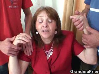 Bardzo stary babcia takes to z zarówno ends