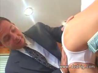 美丽 乌木 母狗 chyna sucks 和 fucks 硬 schlong 和 gets 她的 的阴户 engorged 同 白 spunk