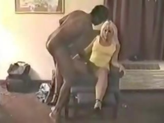Blonde Milf Ball saugen