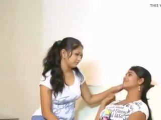 Cuties tries उनके पहले lesbo, फ्री इंडियन पॉर्न वीडियो f3