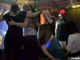 Dziewczyny wants do pieprzyć the armia dancer