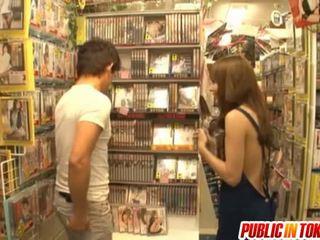 hardcore sex, japonec, sex na verejnosti, výstrek