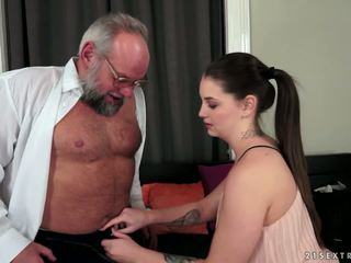 Angelina brill fucks an büyük gentleman, porn 4d