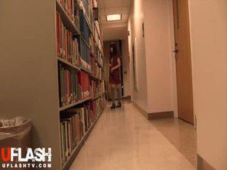 Nagie w publiczne biblioteka szkoła azjatyckie amatorskie nastolatka kamerka internetowa
