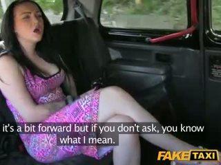 Taxi driver steals to dekleta denar