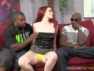 Andrea sky double penetrated mukaan iso musta cocks
