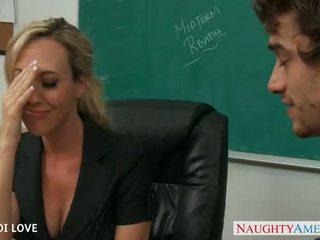 Blondynka nauczycielka brandi miłość ujeżdżanie kutas w klasa