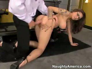 এশিয়ান ঈশ adrenalynn getting pounded উপর তার ভোদা দ্বারা একটি কঠিন বাইকের আসন