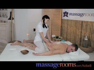 Massage rooms trẻ thiếu niên với lớn ngực enjoys chất béo con gà trống trong cô ấy