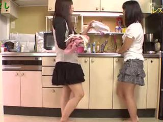 Азиатки момичета играя
