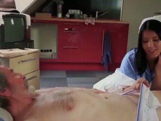 Teenie şirret swallowing emzikli penetran doggy ipek eski deli <span class=duration>- 6 min</span>