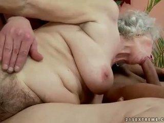 Poilu gros vieille enjoys chaud sexe avec handsome homme