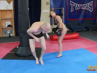 ملاك rivas beating loser من خلال ال الجمنازيوم في الملاكمة قفازات