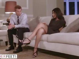 ##### Pufók masszázs pornó – Egy pufók szexi tini a természetes forró testtel maszturbál.