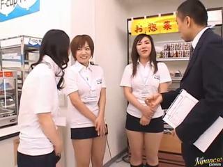 Ιαπωνικό av μοντέλα σε ένα piss βίντεο