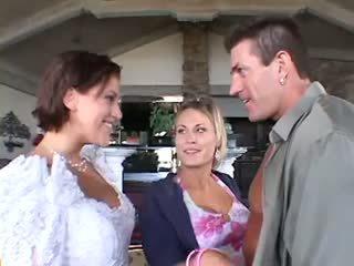 結婚式 三人組 男性女性女性