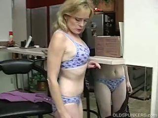 Super seksowne starszych pani jest tak napalone ona has do masturbate