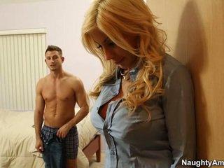 Liels titted blondīne puma swede finds komforts uz companion boyfriends meat nūja