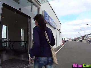 Mallcuties - amateur fille sucks une stranger en une boutique.