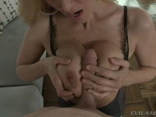 Porno zvezda julia ann acquires visitor wanting da bang ji mambos.