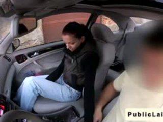 Студент gives духане в fake taxi в публичен