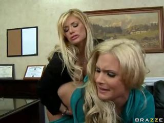 Shyla stylez in phoenix marie are two vroče blondes