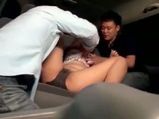 Innocent pelajar putri gangbanged di sebuah mobil