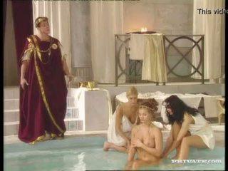 أسود widow katalin و rita faltoyano bathe معا قبل ل تجميل الوجه