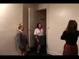 Skoolgirls spanked על ידי מורה, חופשי הצלפות ישבן פורנו וידאו e1