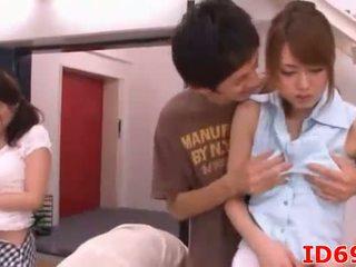 Hapon av modelo ulo at hands