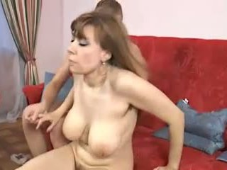 毛茸茸 家 女士: 免費 成熟 色情 視頻 df