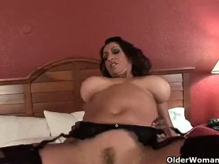 Barmfager milf gets creampie