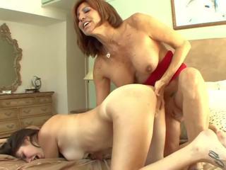 Gros seins belle mère seduces ado en pussylicking: gratuit porno a7