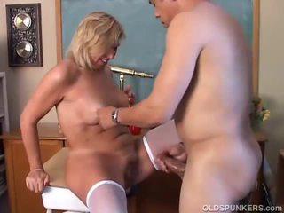 Matura bionda gets suo vagina trapanata