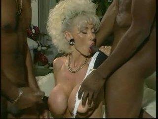 Dolly buster - máma jsem rád šoustat fucked podle 2 černý guys