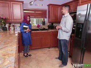 बस्टी arab टीन gets एक हॉट कम filling